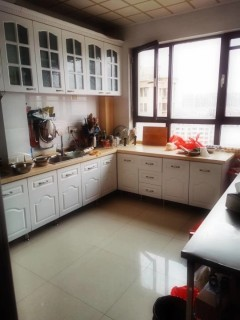 (胶南)香梅华府3室2厅1卫102m²豪华装修