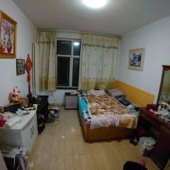 海怡嘉园 精装修套三通透户型 1楼带40平小院带草房