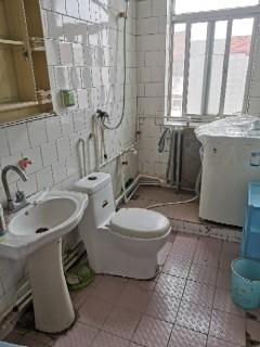 (胶南)珠海二区2室1厅1卫72m²简单装修